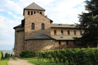 monastery-church-427367_1280