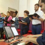 Palhais/Santo António: leitura de textos bíblicos da Quaresma foi acompanhada, ao piano, por Ruben Alves