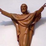 Arte Sacra: Rezar com Arte – Escultura em madeira de Cristo Ressuscitado