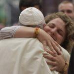 JMJ 2022: Portuguesa Catarina Duarte deu um abraço «bem apertado» ao Papa Francisco