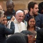 Papa assina exortação «Cristo Vive», propondo aos jovens a uma vida dedicada aos outros