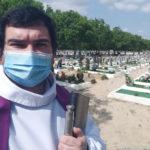 """""""Chorar à pressa"""": funerais, a despedida e o luto em tempos de pandemia"""