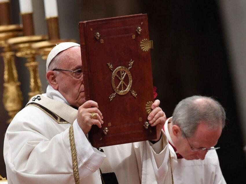 20200930-biblia-papa-francisco