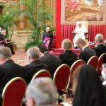 """A Palavra do Papa: """"a fidelidade dinâmica"""", o cuidado como missão, a crise dos relacionamentos humanos e a oração quotidiana"""