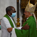 """Arrentela: Paróquia recebeu novo pároco, Padre Abraão Kasisa, que """"vem em nome de Deus para cuidar do Seu Povo"""""""