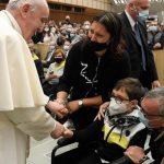 A Palavra do Papa: os poetas sociais, a imersão para servir, a terapia da dignidade e a liberdade do amor