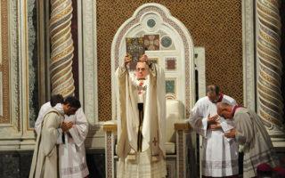 Papa-Francisco-toma-posse-da-catedra-romana