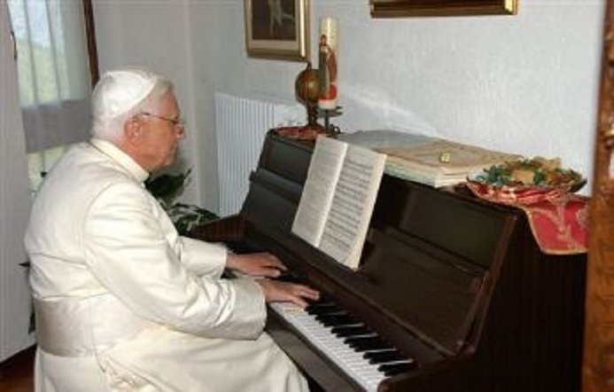 pope-piano